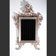 ITALIAN GILDED MIRROR WITH ACANTHUS DECORATION