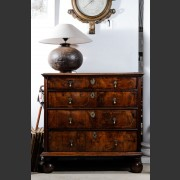 'WILLIAM & MARY' WLANUT CHEST OF DRAWERS